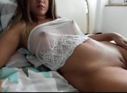 Novinhas tube safadas tirando a roupa na internet