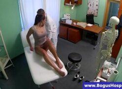 Dr tuber gostosa sendo fodida na escritório