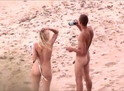 Flagras reais gostosas dando a buceta no meio da praia