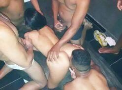 Esposa fazendo sexo e dando a buceta para vários homens