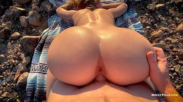 Bunduda na praia fazendo sexo com o seu namorado