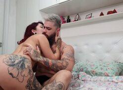 Download porno de rabuda tatuada dando e tomando tapas