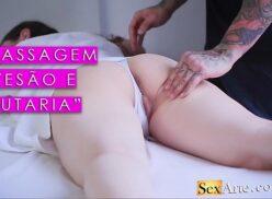 Porno massagem deixando coroa branca toda meladinha