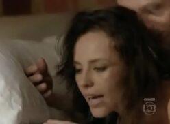 Paola oliveira pelada na tv mostrando o seu corpo