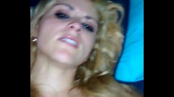 Sexo anal amador com loira mais velha